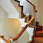 原木材料楼梯装修