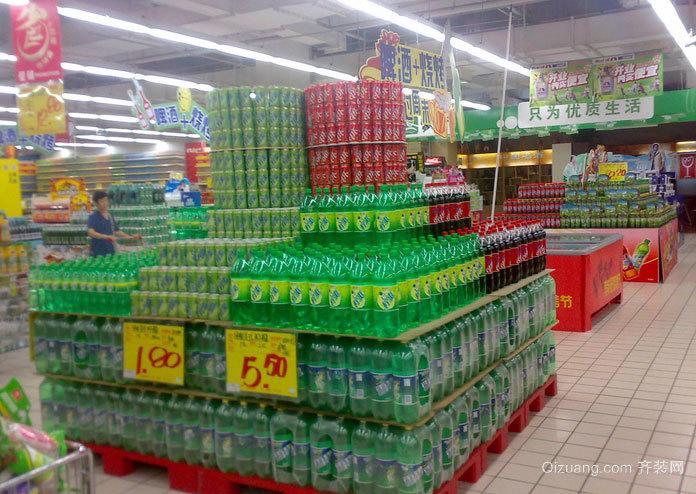 装满货物的超市货架装修效果图