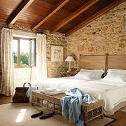 阁楼木制床饰