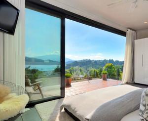 简约风格针对于卧室阳台相通的阳台门设计