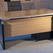 原木色办公桌装修