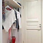 玄关进门衣架设计