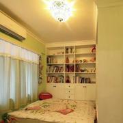 榻榻米卧室整体书柜设计