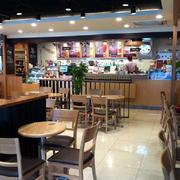 咖啡店原木桌椅设计