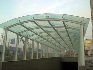 小区简约时尚车库玻璃雨棚装修图
