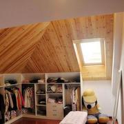阁楼卧室衣柜设计
