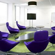 会议室紫色桌椅