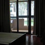 公寓卧室落地窗装修