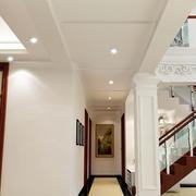 线条明确的走廊设计