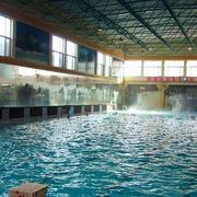 游泳馆大型窗户设计