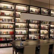 现代风格书店柜架
