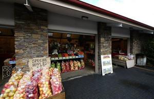 色彩鲜亮装修新潮的水果店装修效果图展示