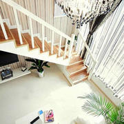 纯白色楼梯装修