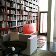 超大书架设计的书店效果图