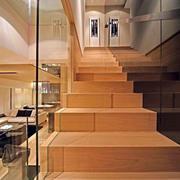 玻璃隔断的楼梯设计