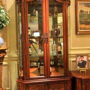 经典玻璃原木设计的酒柜效果图