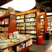 书店书架展示