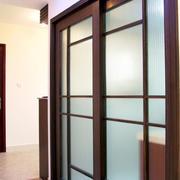 深色原木玻璃搭配的厨房推拉门
