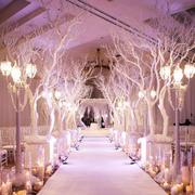 粉色婚礼现场灯饰设计