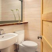 简约大方的纯原木设计的卫生间门装修