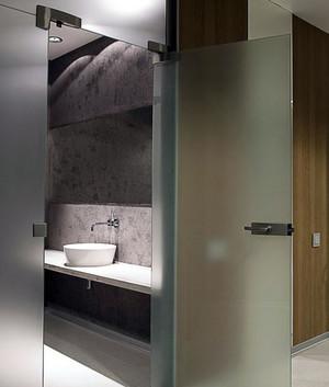 材质不同的卫生间门装修效果图