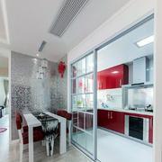 简约设计的厨房推拉门