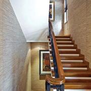 阁楼原木楼梯