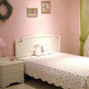 卧室田园风格床饰