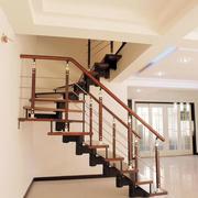 浅色调楼梯装修