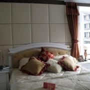 矩形设计的卧室背景墙
