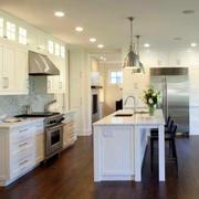 带有清新独立吧台的厨房设计