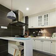 干净明亮的欧式厨房吊顶效果图