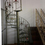 雅致复式楼铁艺旋转楼梯设计