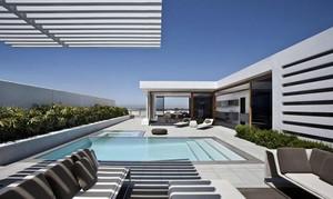 经典都市泳池别墅阳台设计