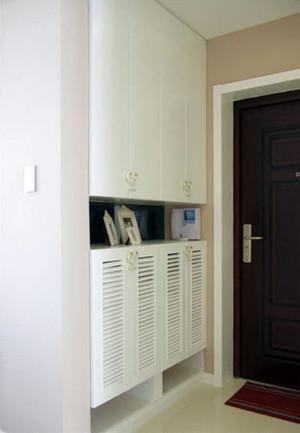 现代简约风格的进门鞋柜装修效果图