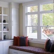 白色框架型书房