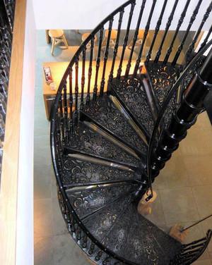 潮流复式楼铁艺旋转楼梯设计