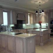 浅色系欧式厨房橱柜装修设计