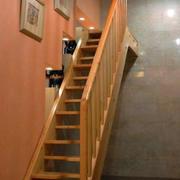 低调个性阁楼楼梯装修效果图