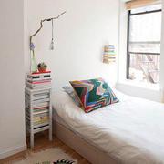 白色纯净小卧室装修