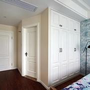 小户型卧室壁橱图