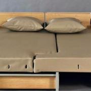 浅色可拼装沙发床