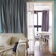 温暖的沙发窗帘设计