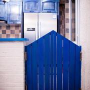 小型一居室之蓝色衣柜设计