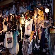 民族特色的小型服装店设计