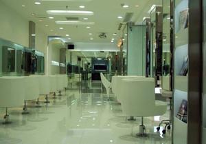 80平米人气旺的美发店装修效果图