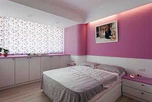 大胆配色的110平米三居室家居装修效果图