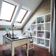 斜顶阁楼书房