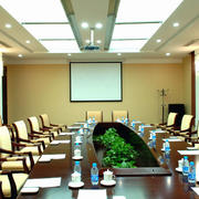 敞亮的会议室装修图片