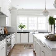 白色简约型厨房吧台